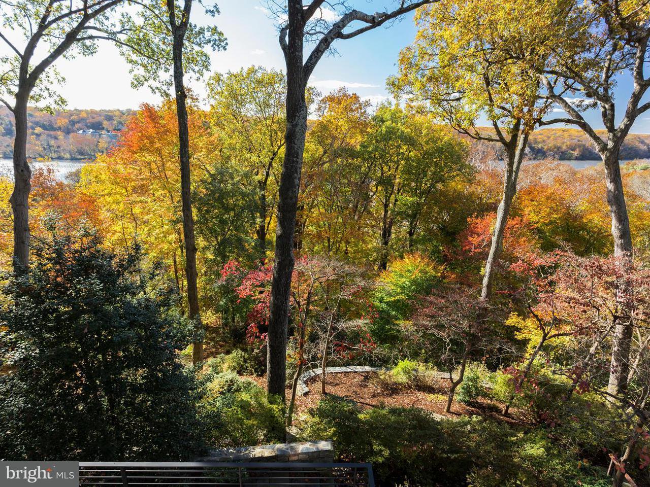 Maison unifamiliale pour l Vente à 5014 River Hill Road 5014 River Hill Road Bethesda, Maryland 20816 États-Unis