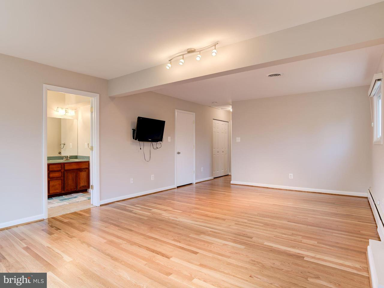 Additional photo for property listing at 3718 Randolph Street 3718 Randolph Street Fairfax, 버지니아 22030 미국