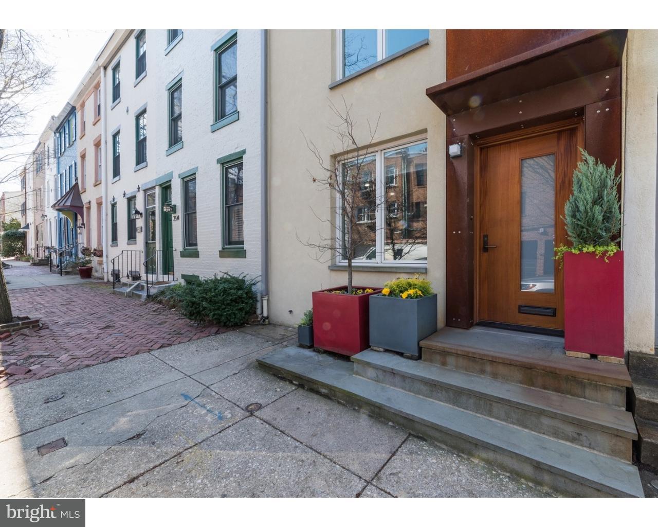 Maison unifamiliale pour l Vente à 2516 PINE Street Philadelphia, Pennsylvanie 19103 États-Unis