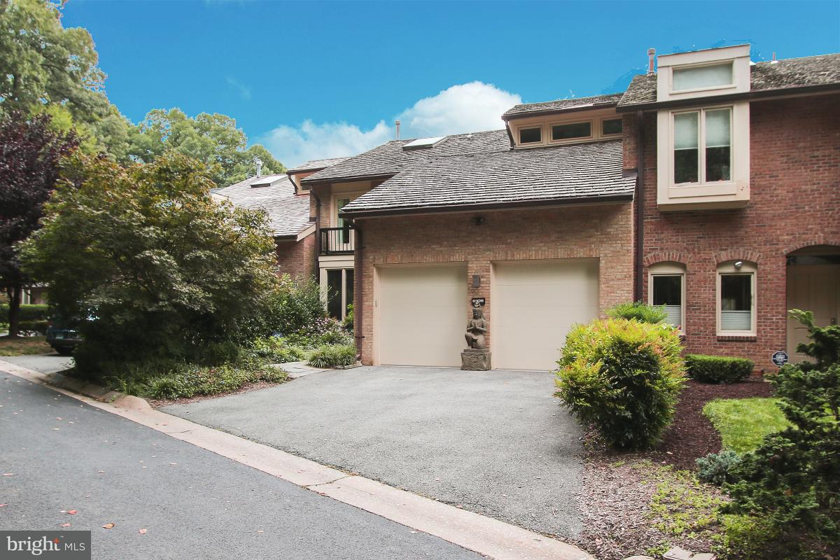 Townhouse for Sale at 6105 Davenport Ter 6105 Davenport Ter Bethesda, Maryland 20817 United States