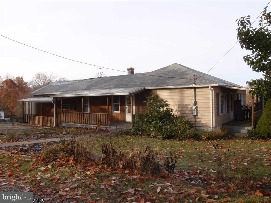Single Family for Sale at 26 Manown Dr Kingwood, West Virginia 26537 United States