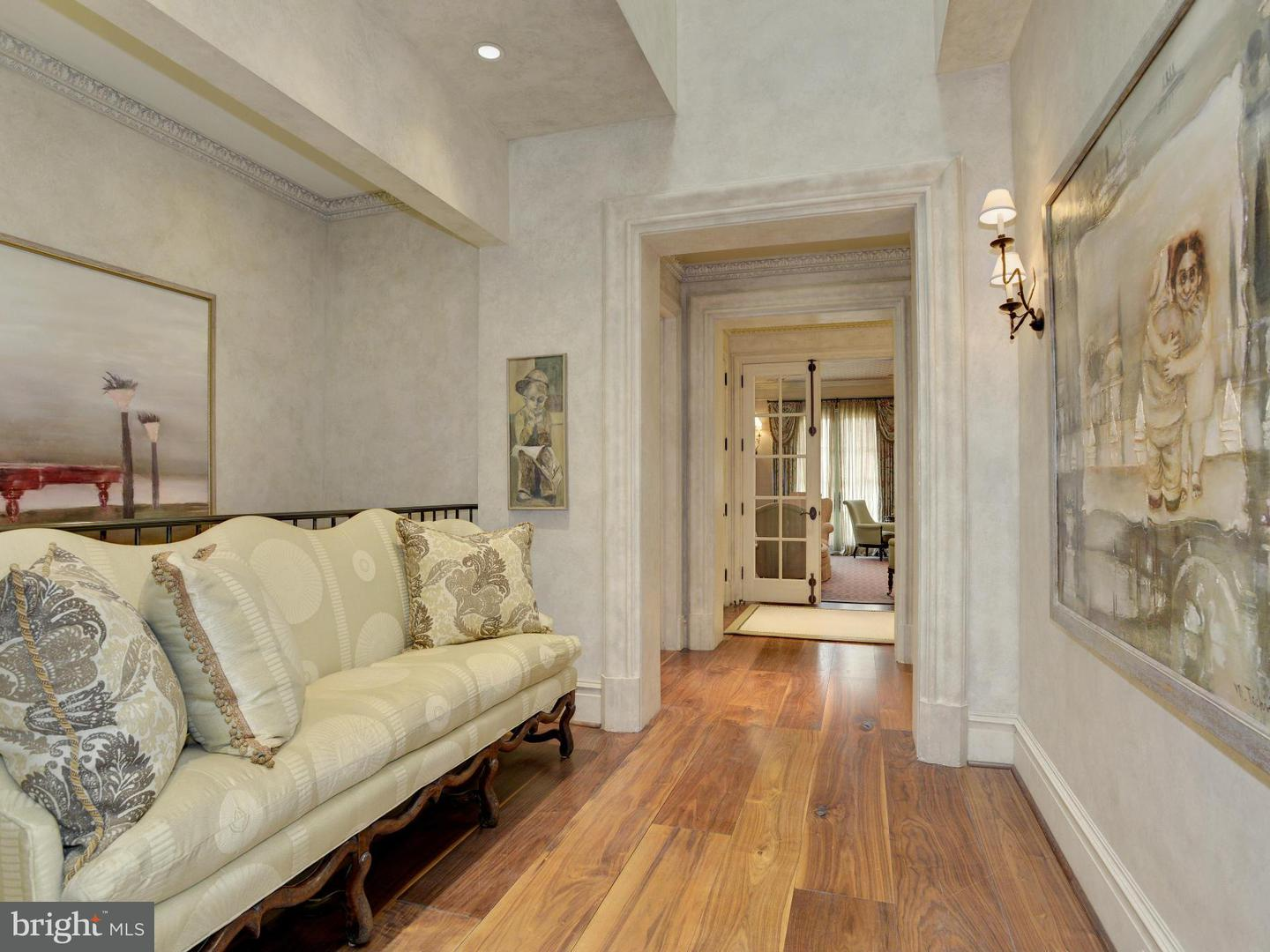 Additional photo for property listing at 5517 Pembroke Rd  Bethesda, Maryland 20817 United States
