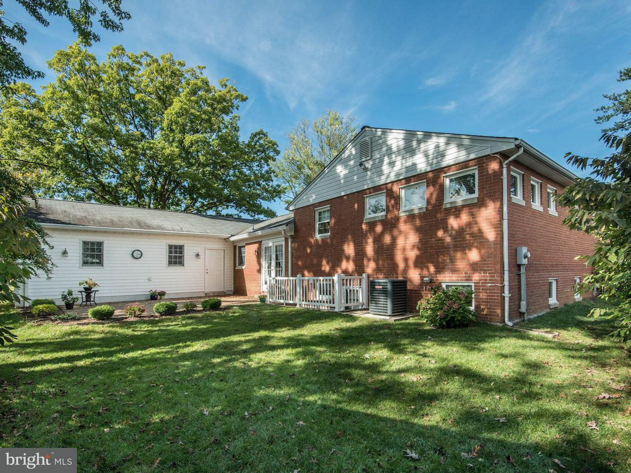Additional photo for property listing at 10917 Woodhaven Drive 10917 Woodhaven Drive Fairfax, Virginia 22030 Verenigde Staten