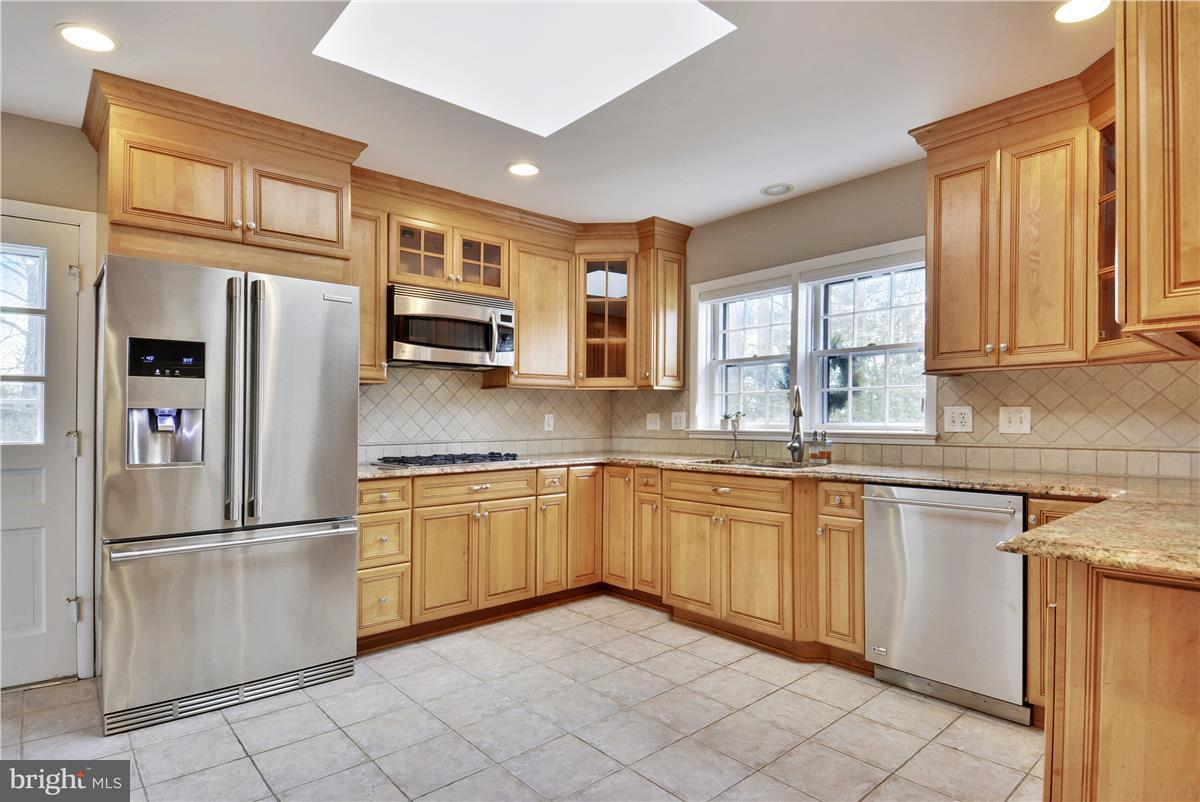 Additional photo for property listing at 2433 Hunter Mill Road 2433 Hunter Mill Road Vienna, Βιρτζινια 22181 Ηνωμενεσ Πολιτειεσ