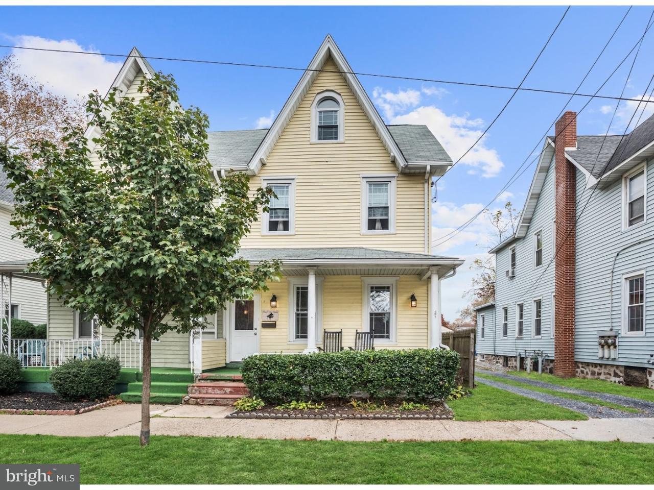 Casa unifamiliar adosada (Townhouse) por un Venta en 515 HOWARD Street Riverton, Nueva Jersey 08077 Estados Unidos