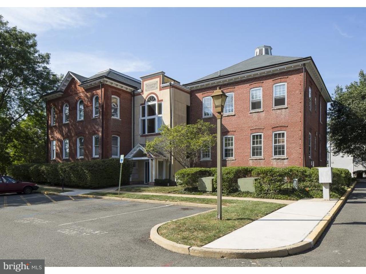 Таунхаус для того Продажа на 19 ACADEMY Court Pennington, Нью-Джерси 08534 Соединенные ШтатыВ/Около: Pennington Borough