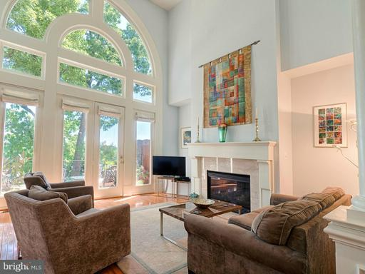 Property for sale at 18324 Fairway Oaks Sq, Leesburg,  VA 20176