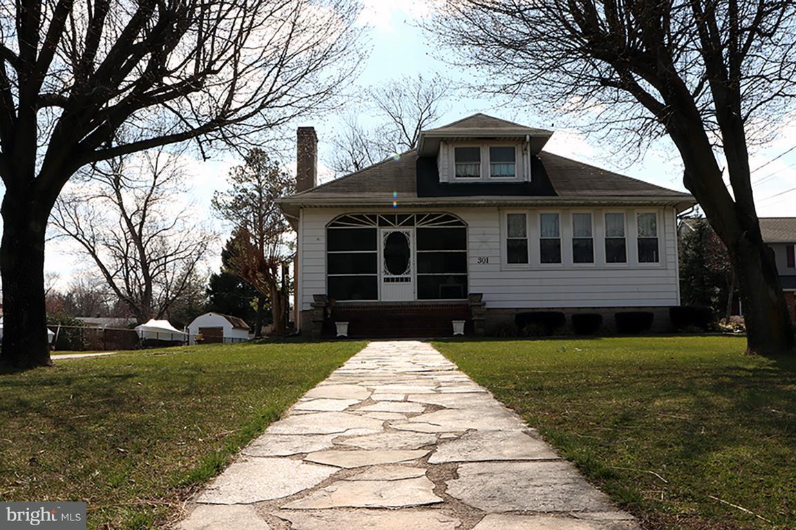 Maison unifamiliale pour l Vente à 301 Nursery Road 301 Nursery Road Linthicum, Maryland 21090 États-Unis