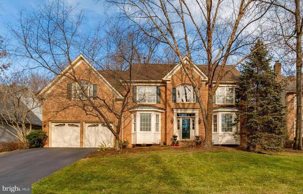 Maison unifamiliale pour l Vente à 12712 Pond Crest Lane 12712 Pond Crest Lane Herndon, Virginia 20171 États-Unis