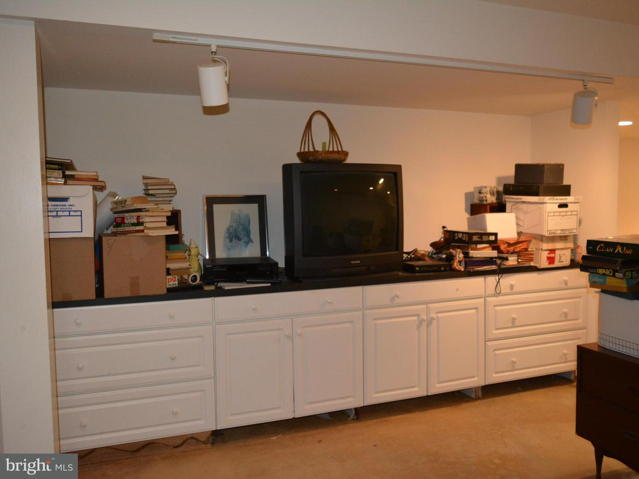 Additional photo for property listing at 919 Ridge Drive 919 Ridge Drive McLean, 弗吉尼亞州 22101 美國