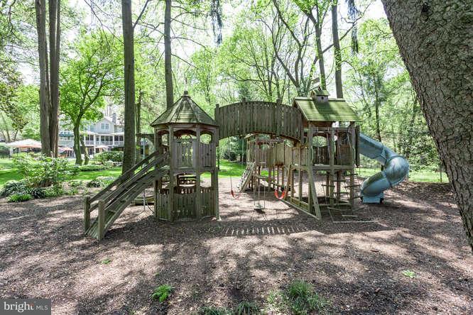 Additional photo for property listing at 3120 Beechwood Lane 3120 Beechwood Lane Falls Church, Virginia 22042 United States