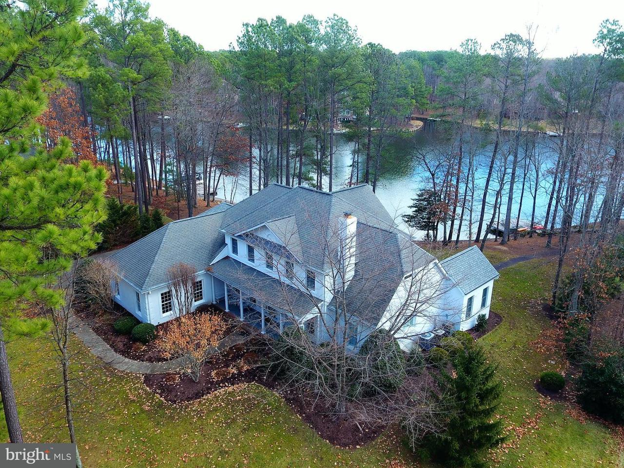 Maison unifamiliale pour l Vente à 11403 Boathouse Pt 11403 Boathouse Pt Spotsylvania, Virginia 22551 États-Unis
