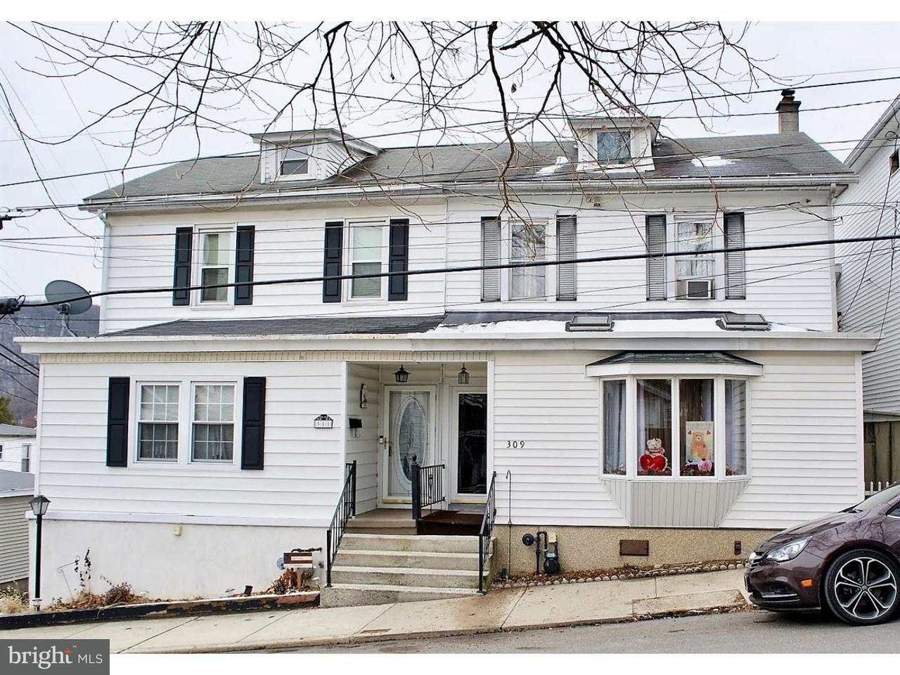 Maison accolée pour l Vente à 309 FLEET Street Pottsville, Pennsylvanie 17901 États-Unis