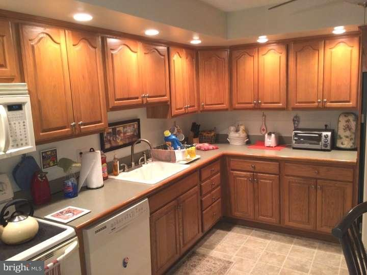 Additional photo for property listing at 400 GLENDALE RD #J13  Havertown, Pennsylvania 19083 United States