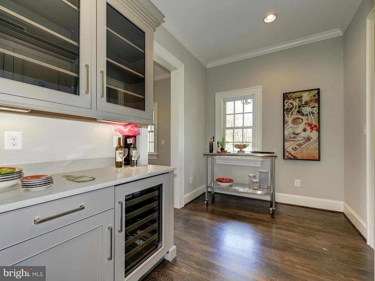 Additional photo for property listing at 7109 Benjamin St  McLean, Virginia 22101 United States