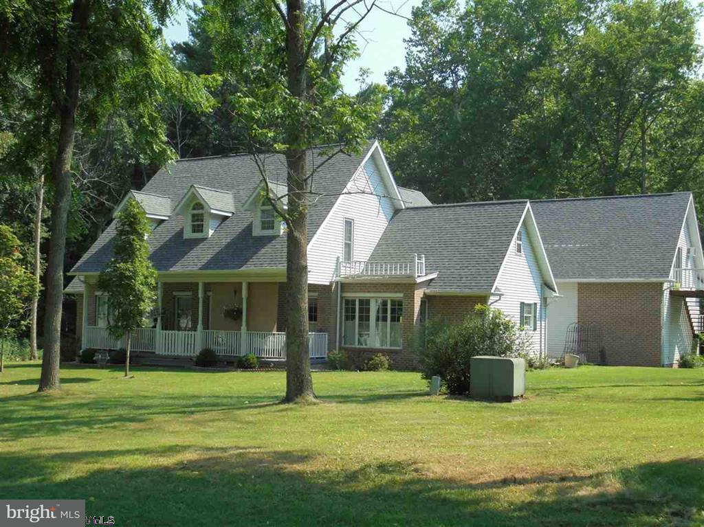 Single Family for Sale at 100 Country Club Rd Kingwood, West Virginia 26537 United States