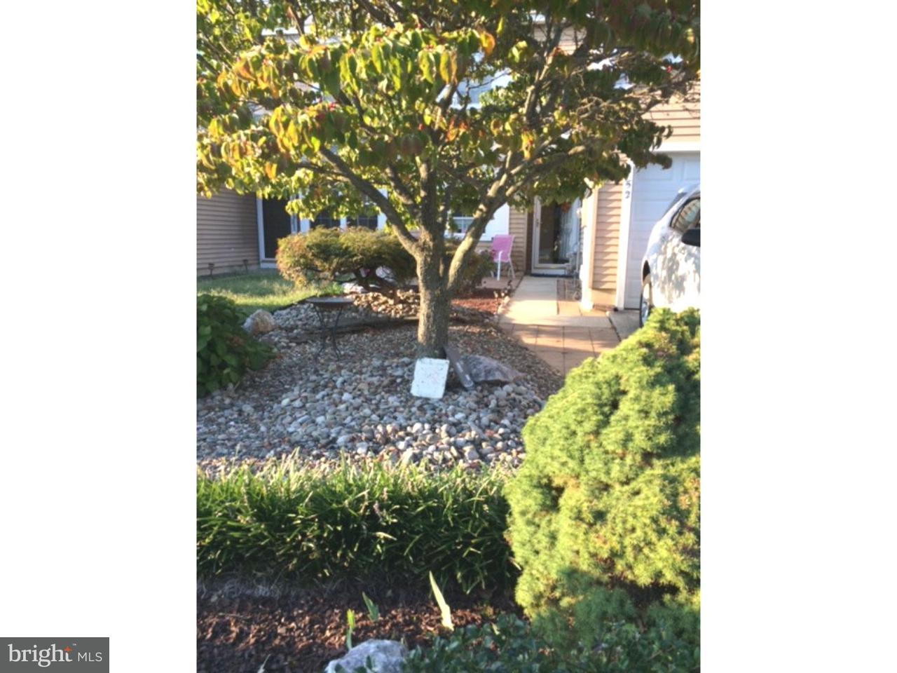Maison accolée pour l Vente à 52 RIVER BANK Drive Florence, New Jersey 08554 États-Unis