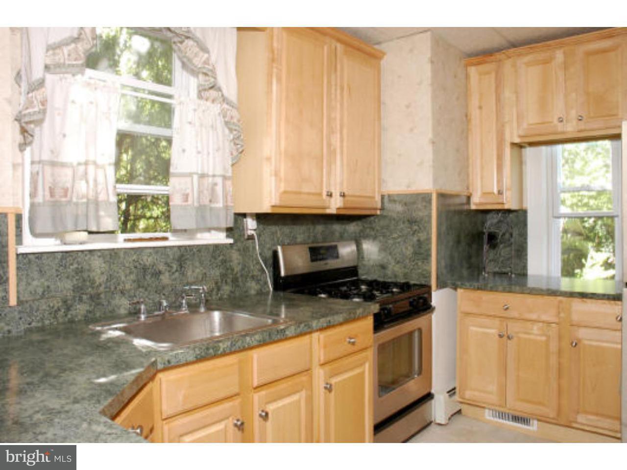 联栋屋 为 出租 在 412 W MAPLE Avenue Merchantville, 新泽西州 08109 美国