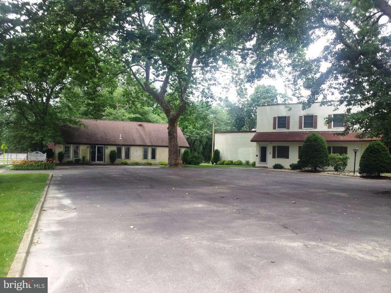 단독 가정 주택 용 매매 에 10 REEVES Avenue Hamilton Township, 뉴저지 08610 미국에서/약: Hamilton Township
