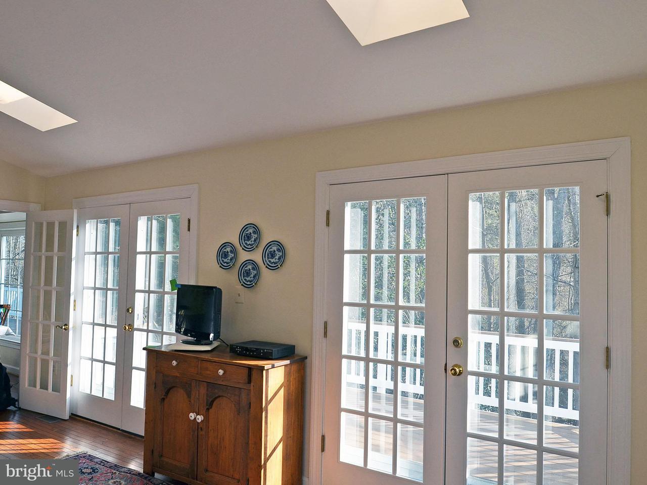 Additional photo for property listing at 15567 Eagle Tavern Lane 15567 Eagle Tavern Lane Centreville, Virginia 20120 Verenigde Staten