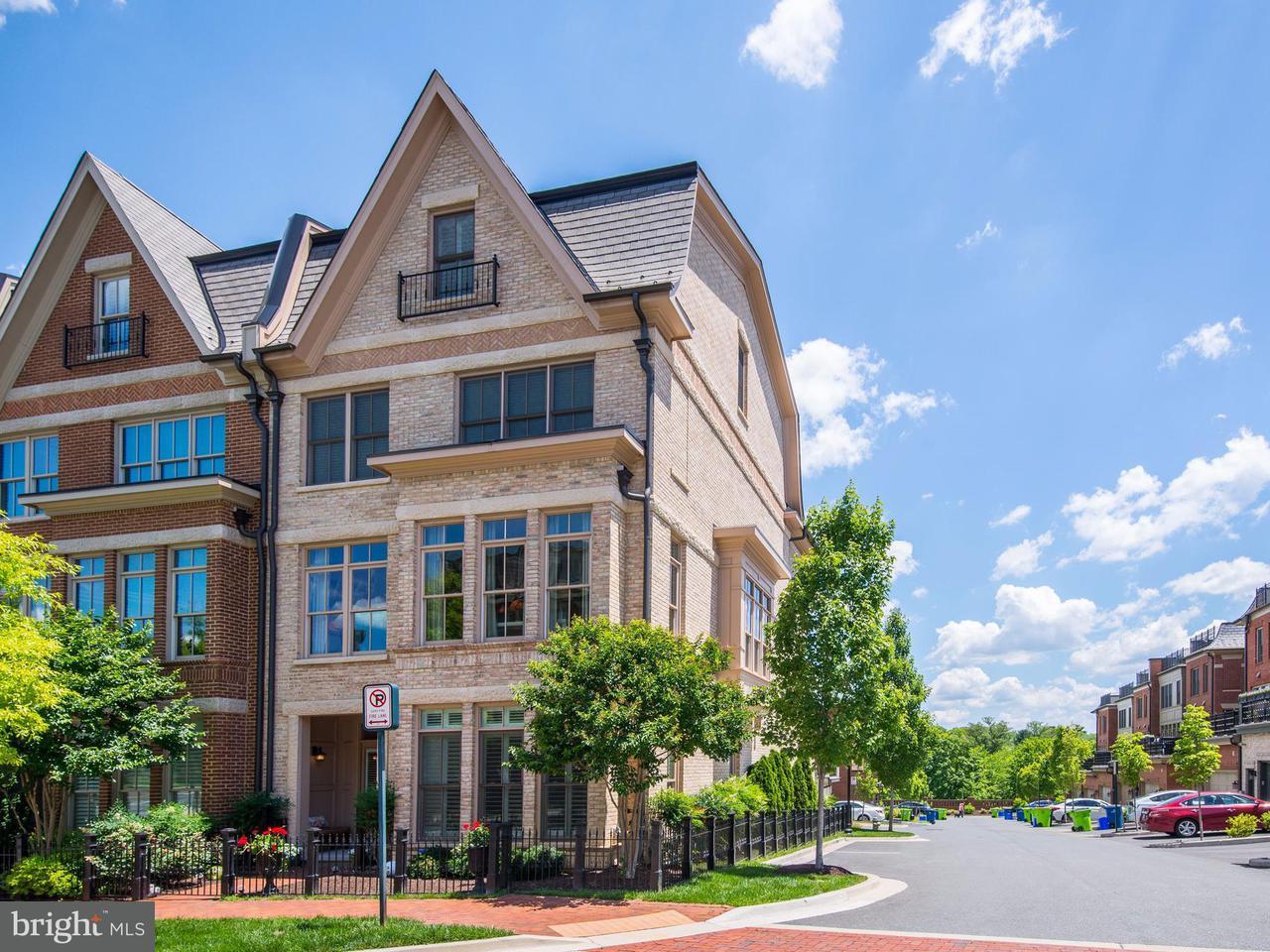 Maison accolée pour l Vente à 10887 Symphony Park Drive 10887 Symphony Park Drive North Bethesda, Maryland 20852 États-Unis
