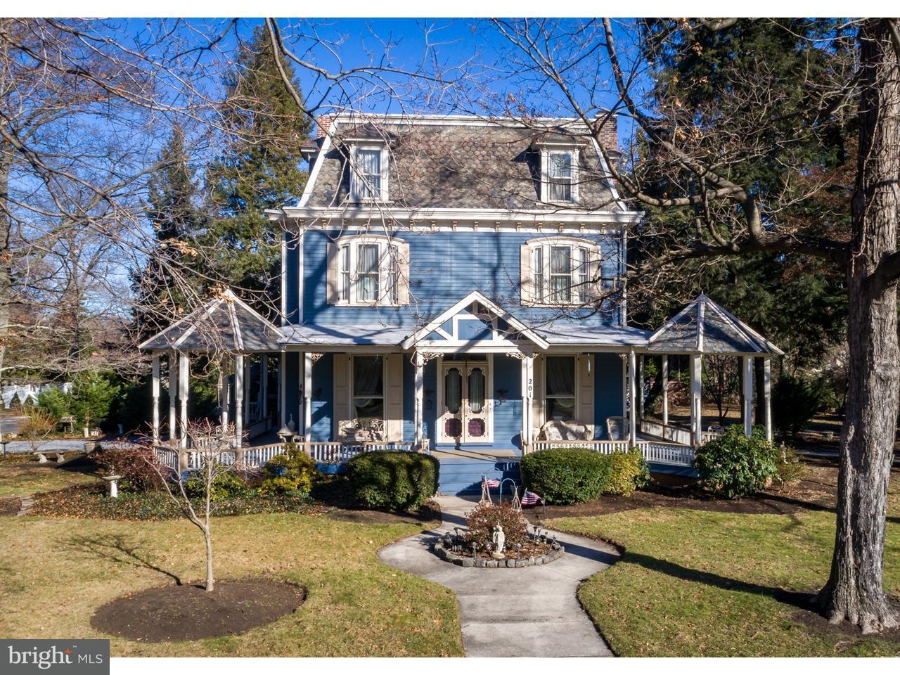 Частный односемейный дом для того Продажа на 201 LIPPINCOTT Avenue Riverton, Нью-Джерси 08077 Соединенные Штаты