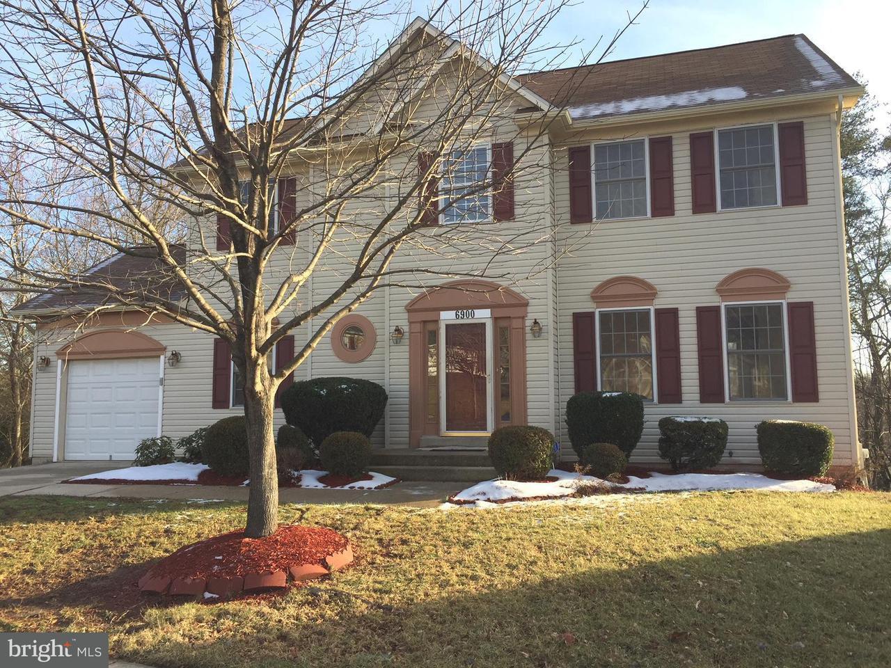 Maison unifamiliale pour l Vente à 6900 Saint Annes Avenue 6900 Saint Annes Avenue Lanham, Maryland 20706 États-Unis