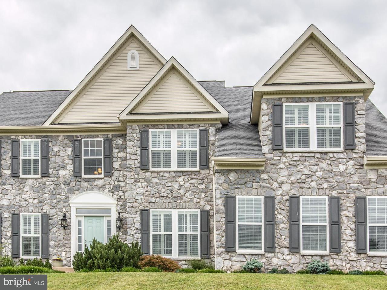 独户住宅 为 销售 在 25 Planters Street 25 Planters Street Hedgesville, 西弗吉尼亚州 25427 美国