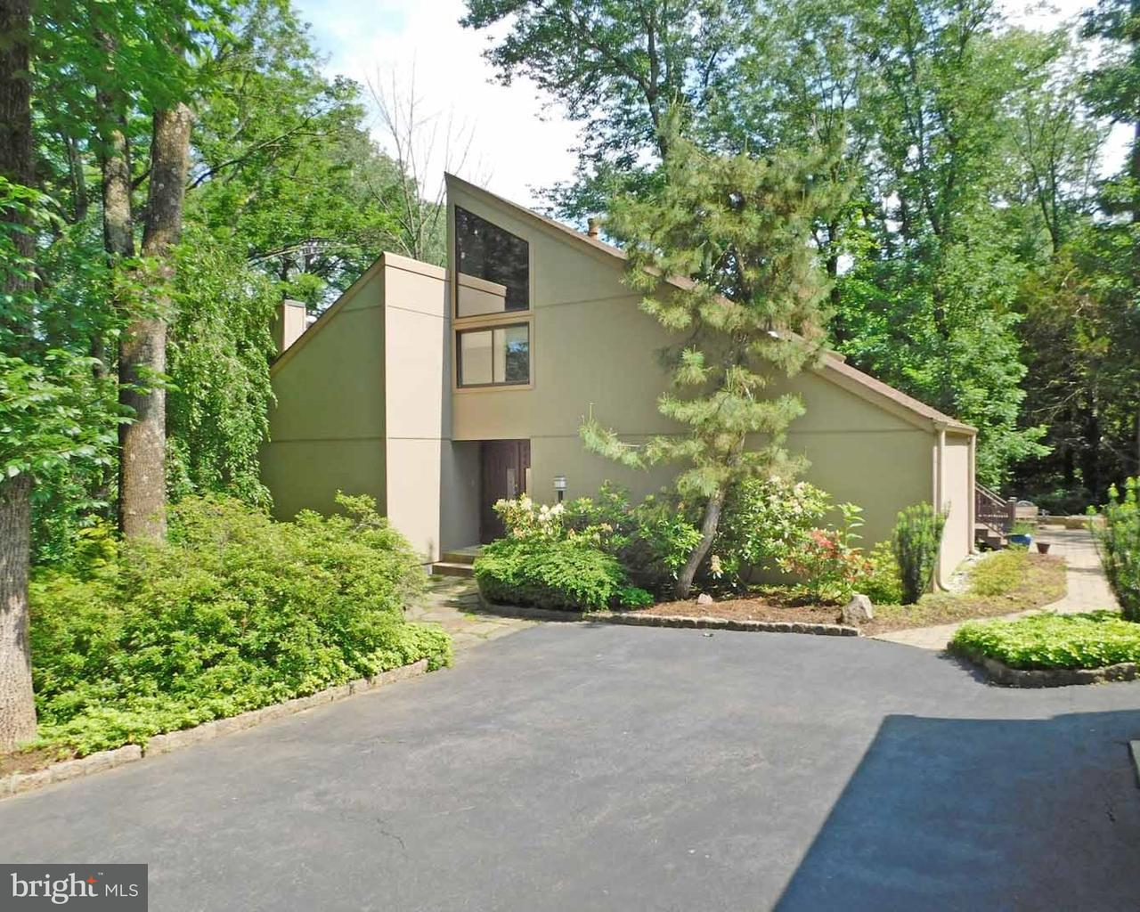Single Family Home for Sale at 8 HEMLOCK Lane Ewing Township, New Jersey 08628 United StatesMunicipality: Ewing Township