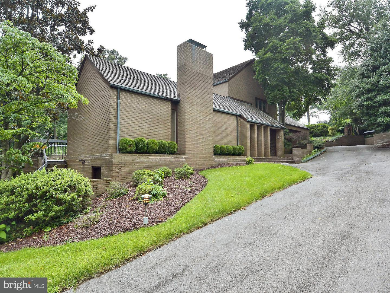 Single Family for Sale at 310 Quaker Ln Alexandria, Virginia 22304 United States