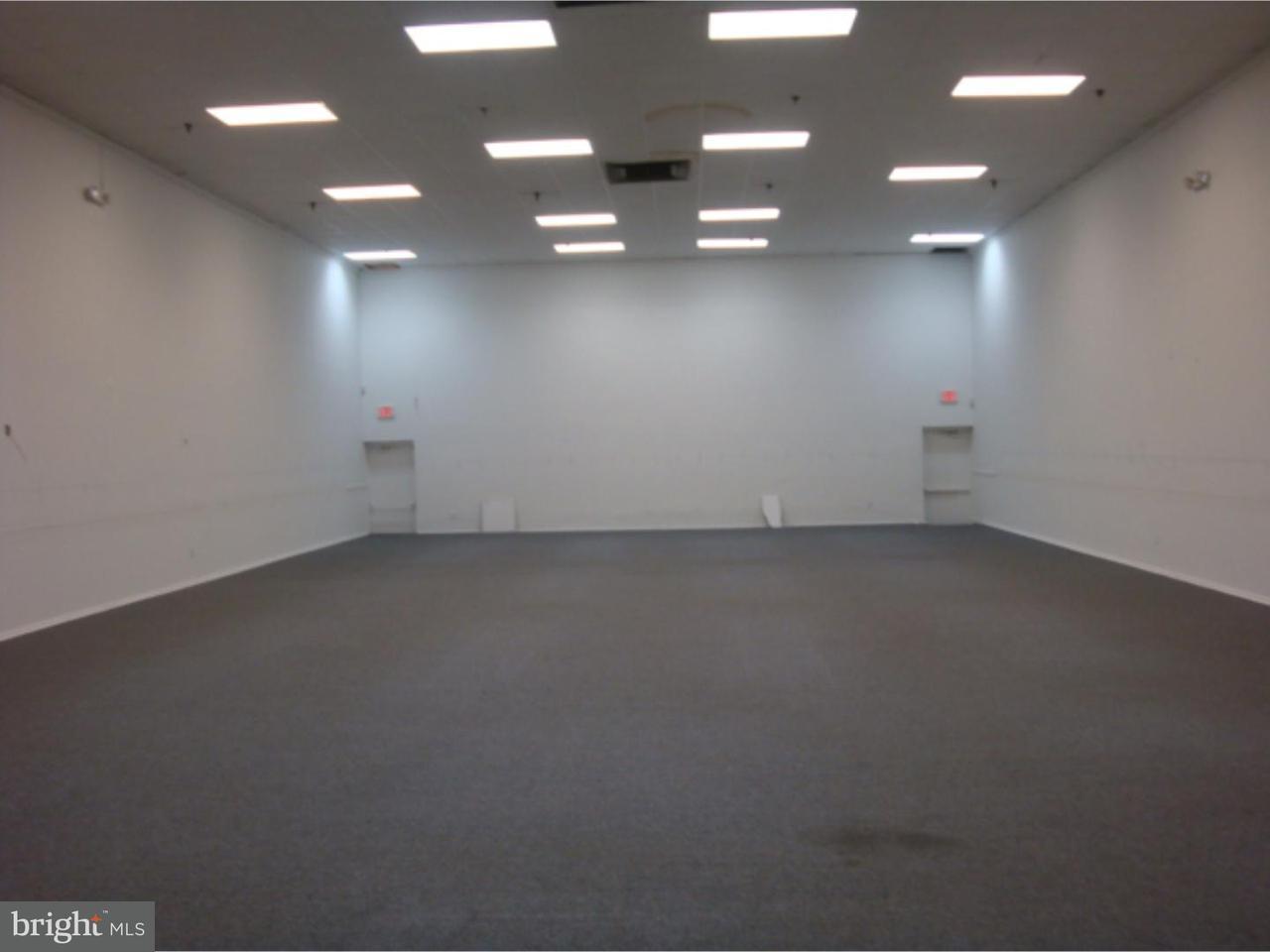 Частный односемейный дом для того Продажа на 328 WHITE HORSE PIKE #UNIT L Clementon, Нью-Джерси 08021 Соединенные Штаты