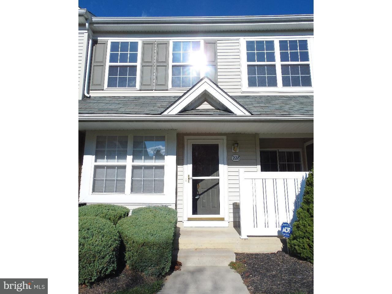 联栋屋 为 出租 在 228 FLAGSTONE RD #3 切斯特斯普林斯, 宾夕法尼亚州 19425 美国