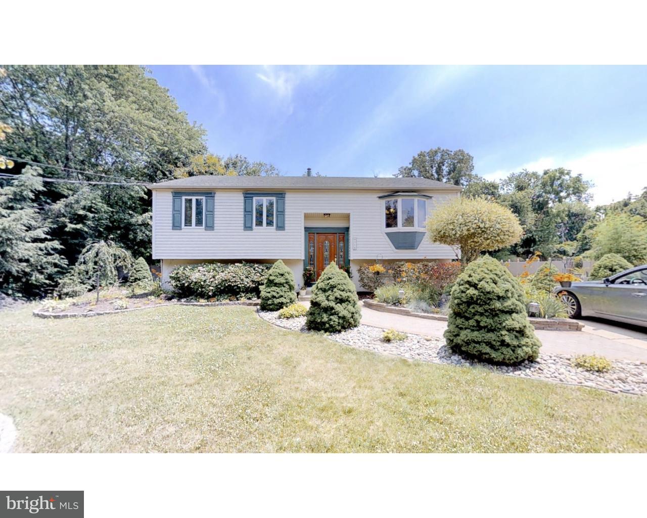 独户住宅 为 销售 在 710 MARSHA Avenue Williamstown, 新泽西州 08094 美国在/周边: Monroe Township