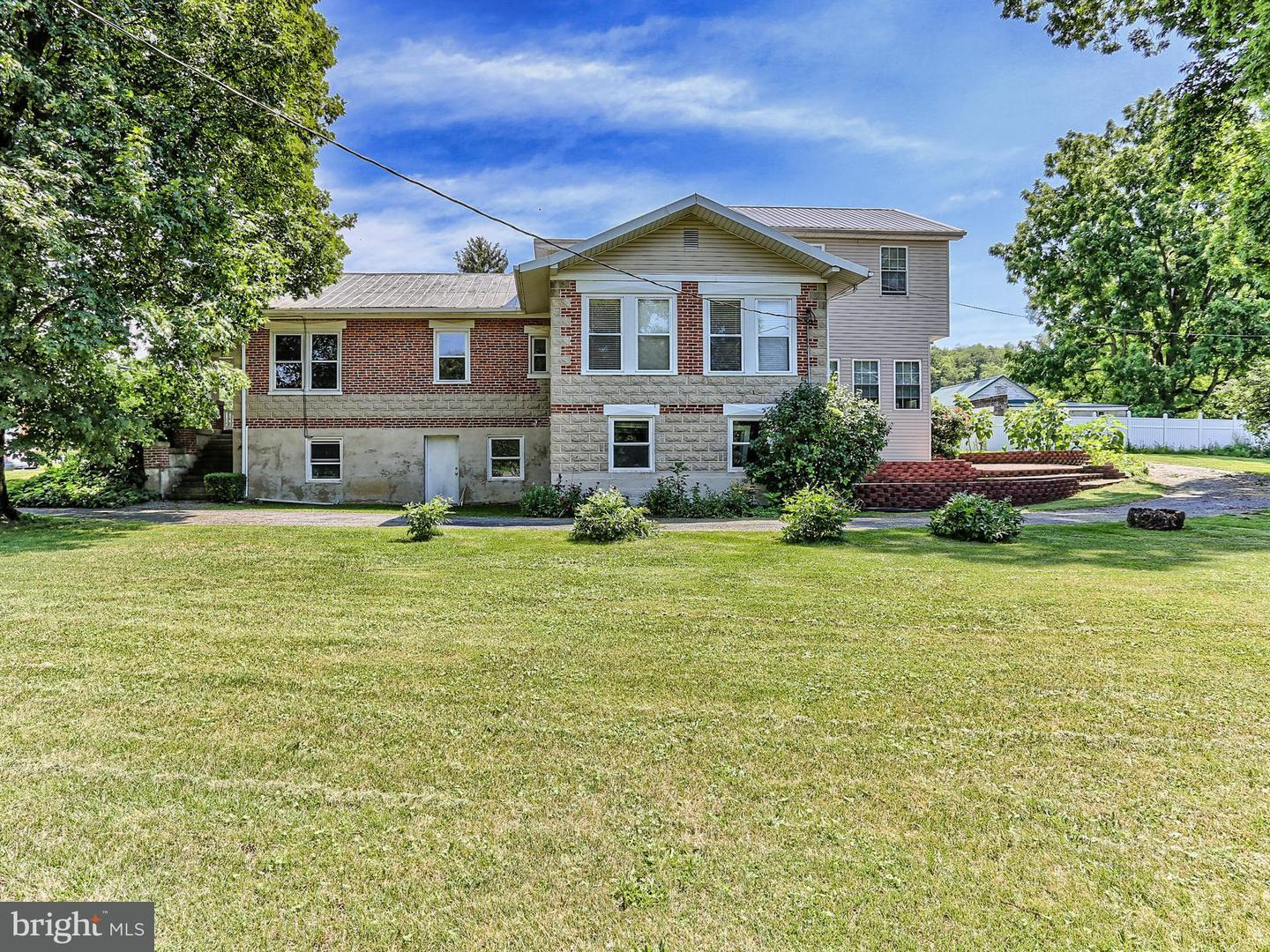 Single Family for Sale at 102 Carlisle Rd Newville, Pennsylvania 17241 United States