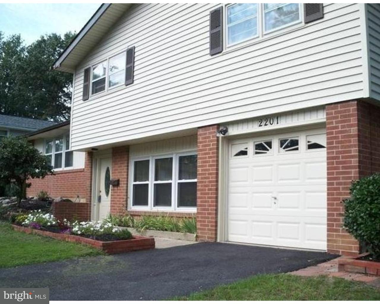 Частный односемейный дом для того Продажа на 2201 CARLTON Lane Talleyville, Делавэр 19810 Соединенные Штаты