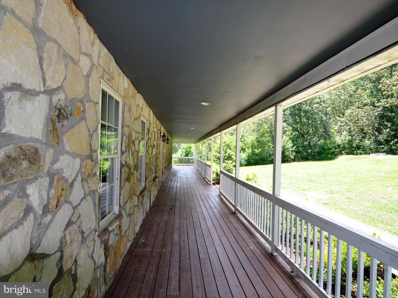 Single Family for Sale at 102 Charlie's Farm Ln Castleton, Virginia 22716 United States