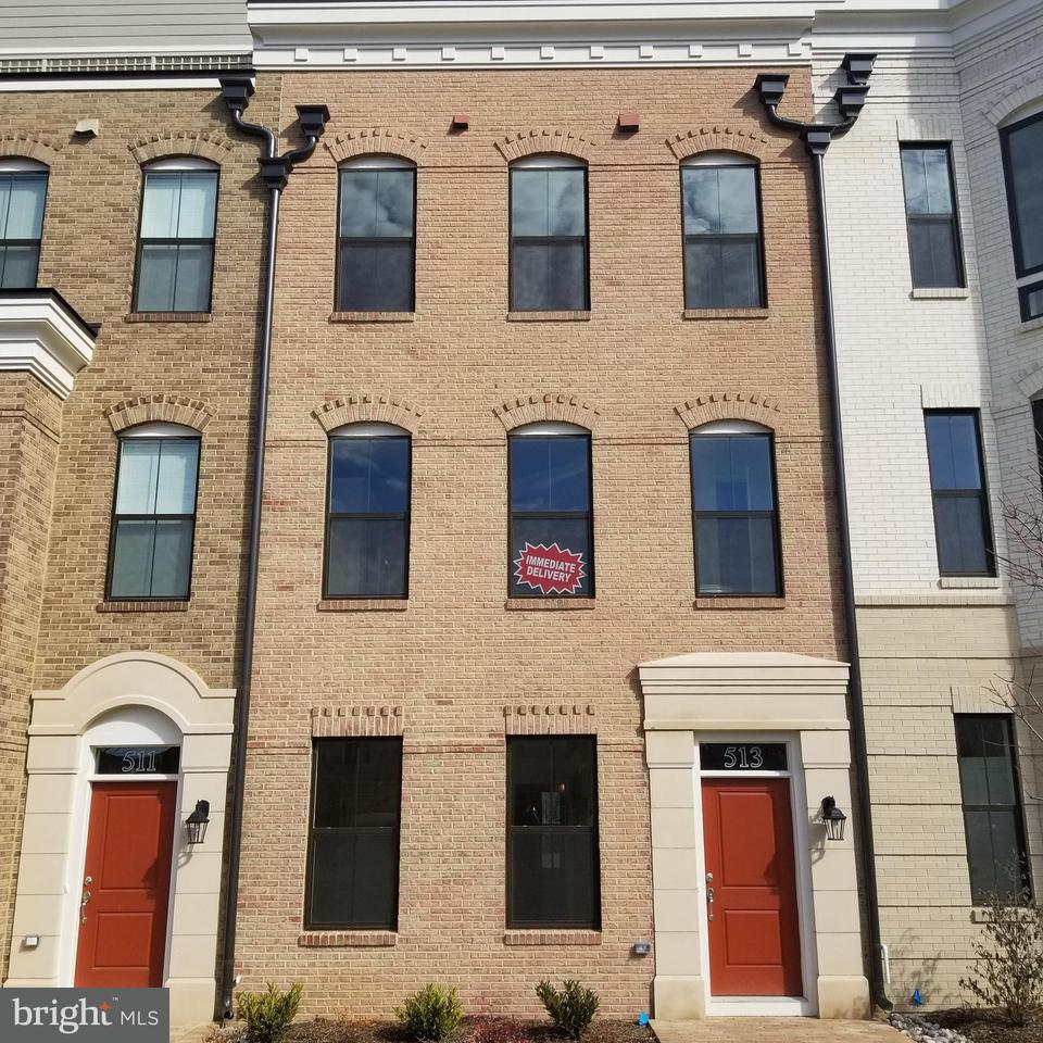 Townhouse for Sale at 513 Halliard Lane 513 Halliard Lane Oxon Hill, Maryland 20745 United States