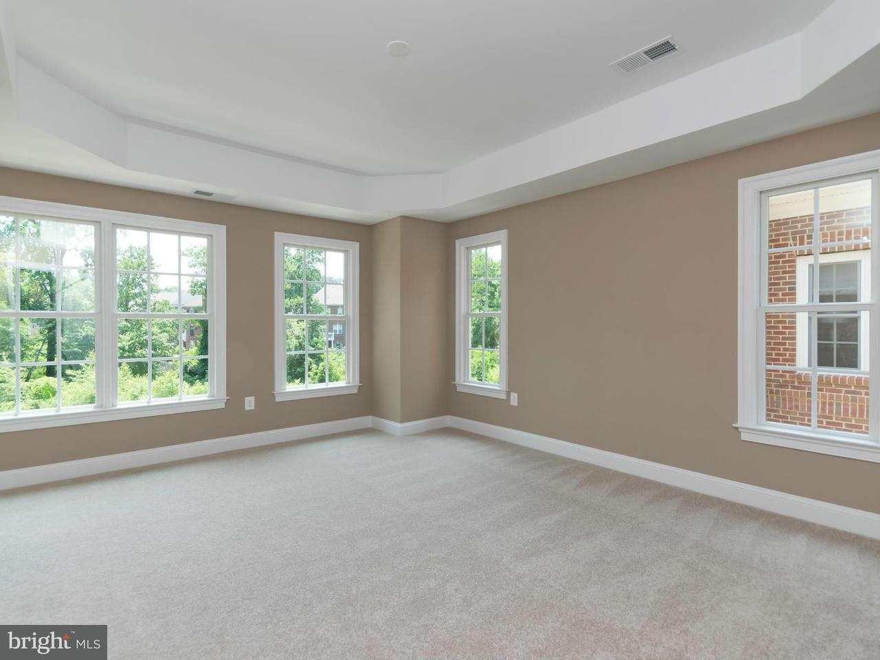 Additional photo for property listing at 10671 Yorktown Court 10671 Yorktown Court Fairfax, Virginia 22030 États-Unis
