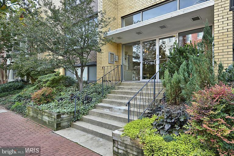 Condominium for Rent at 305 C St NE #409 Washington, District Of Columbia 20002 United States