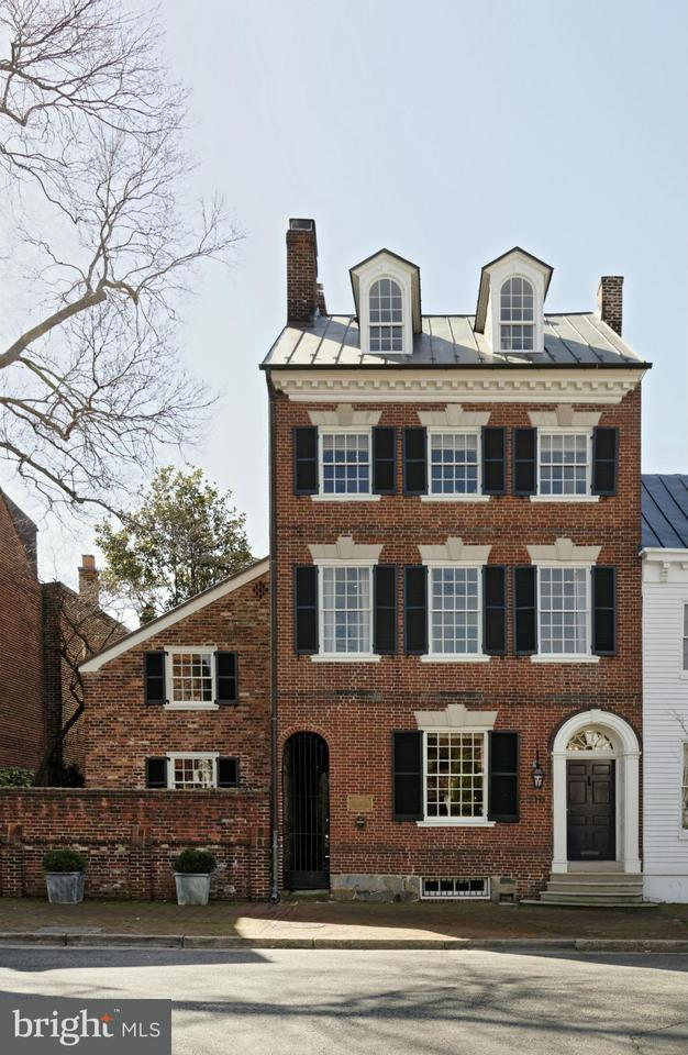 Σπίτι στην πόλη για την Πώληση στο 210 Duke Street 210 Duke Street Alexandria, Βιρτζινια 22314 Ηνωμενεσ Πολιτειεσ