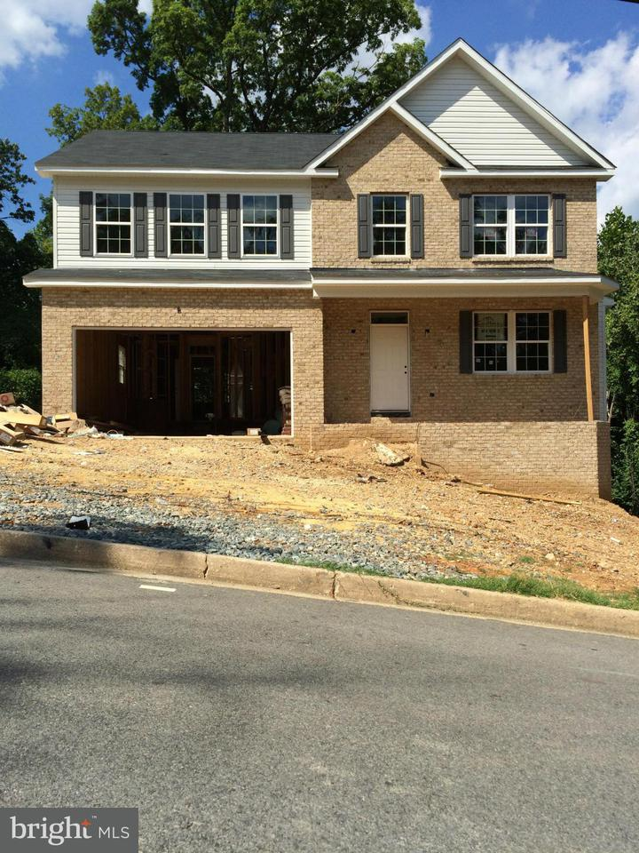 Single Family for Sale at 6320 Joslyn Pl Hyattsville, Maryland 20785 United States
