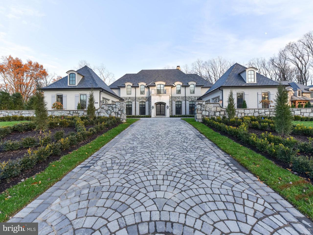 独户住宅 为 销售 在 948 Mackall Farms Lane 948 Mackall Farms Lane 麦克林, 弗吉尼亚州 22101 美国