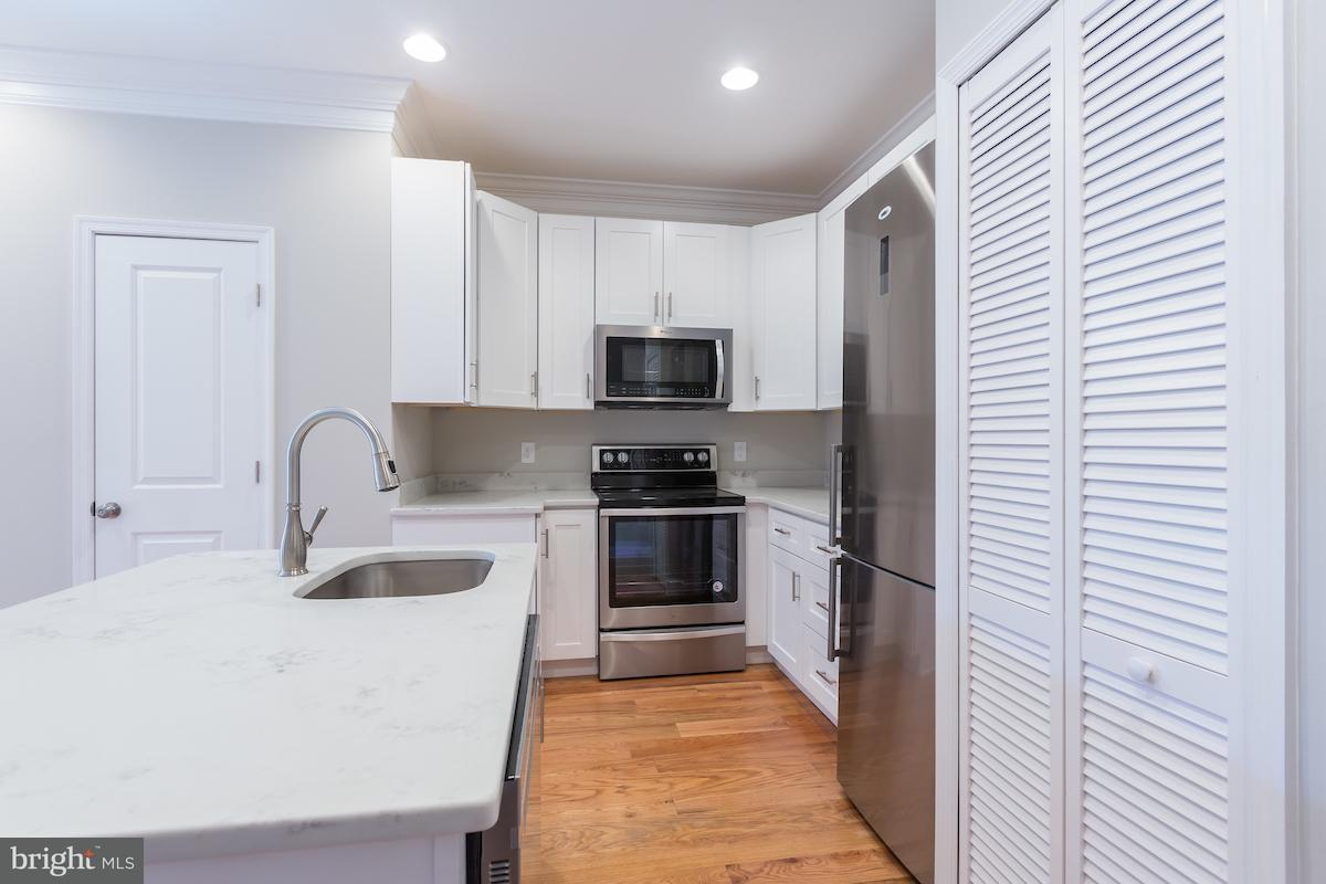 Duplex for Sale at 1311 H St Ne #U-2 1311 H St Ne #U-2 Washington, District Of Columbia 20002 United States