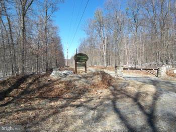 Additional photo for property listing at 9 North Trevor Drive  Great Cacapon, West Virginia 25422 United States