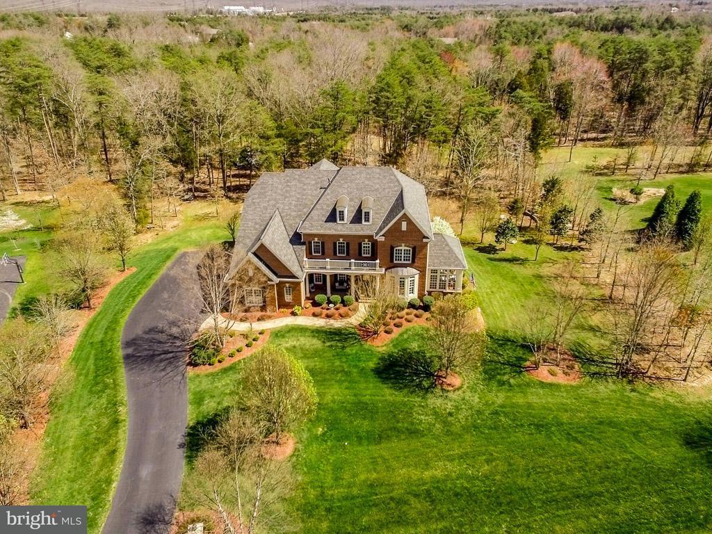 Частный односемейный дом для того Продажа на 27370 Bridle Place 27370 Bridle Place Chantilly, Виргиния 20152 Соединенные Штаты