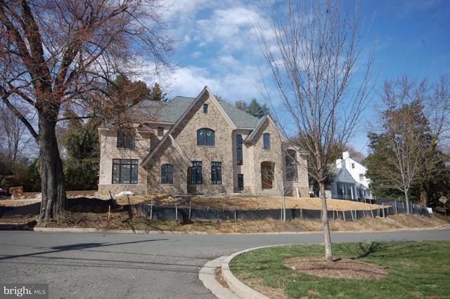 Maison unifamiliale pour l Vente à 3200 Abingdon St N 3200 Abingdon St N Arlington, Virginia 22207 États-Unis