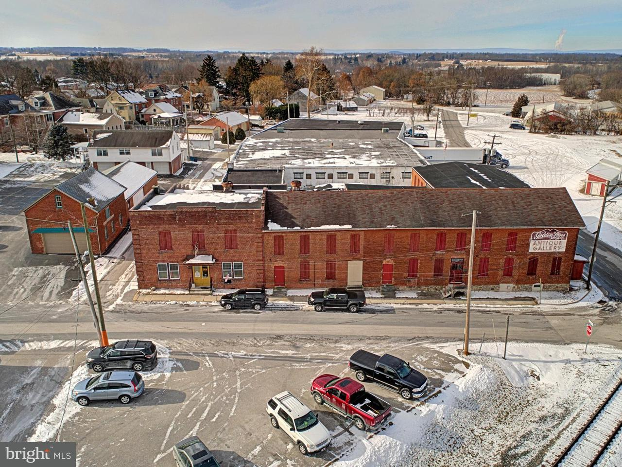 Commercial for Sale at 11 N Water St New Oxford, Pennsylvania 17350 United States