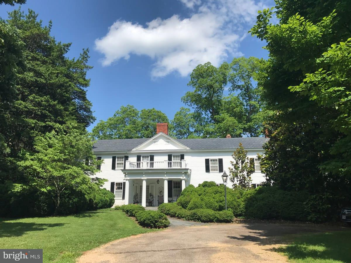Single Family for Sale at 243 James River Rd Scottsville, Virginia 24590 United States