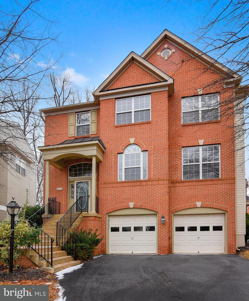 Single Family Home for Sale at 8913 Garden Gate Drive 8913 Garden Gate Drive Fairfax, Virginia 22031 United States