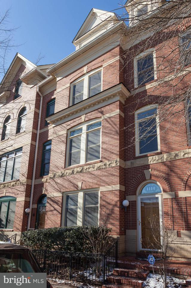 Townhouse for Sale at 1114 Johnson St N 1114 Johnson St N Arlington, Virginia 22201 United States